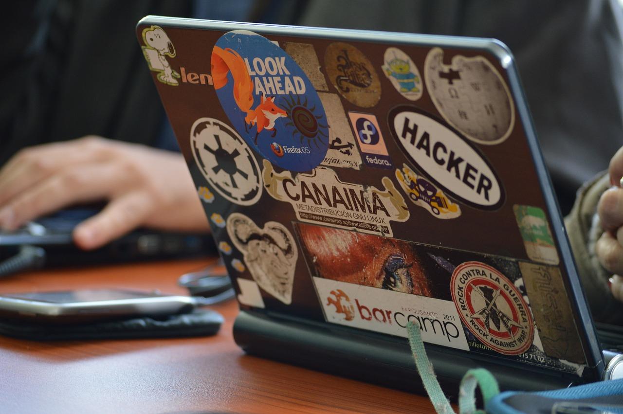 hacker-1569744_1280.jpg