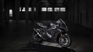 bmw-hp4-race-04