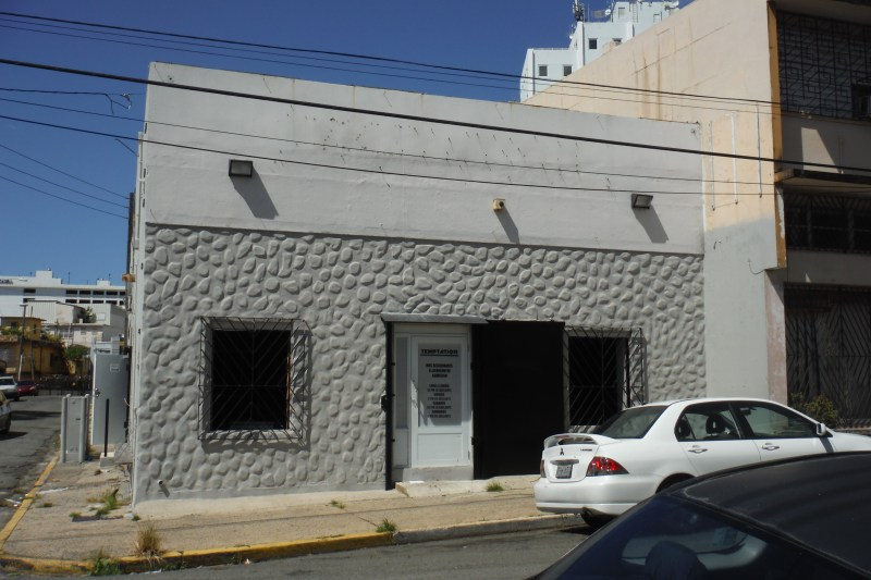 Main door and windows facing Calle Bolivar.