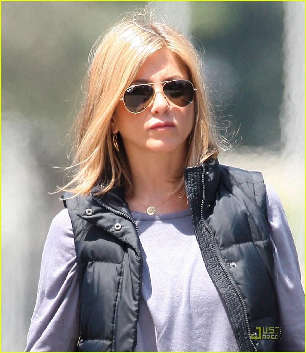 Jennifer Aniston The Celebrity Puffy Vest Gilet