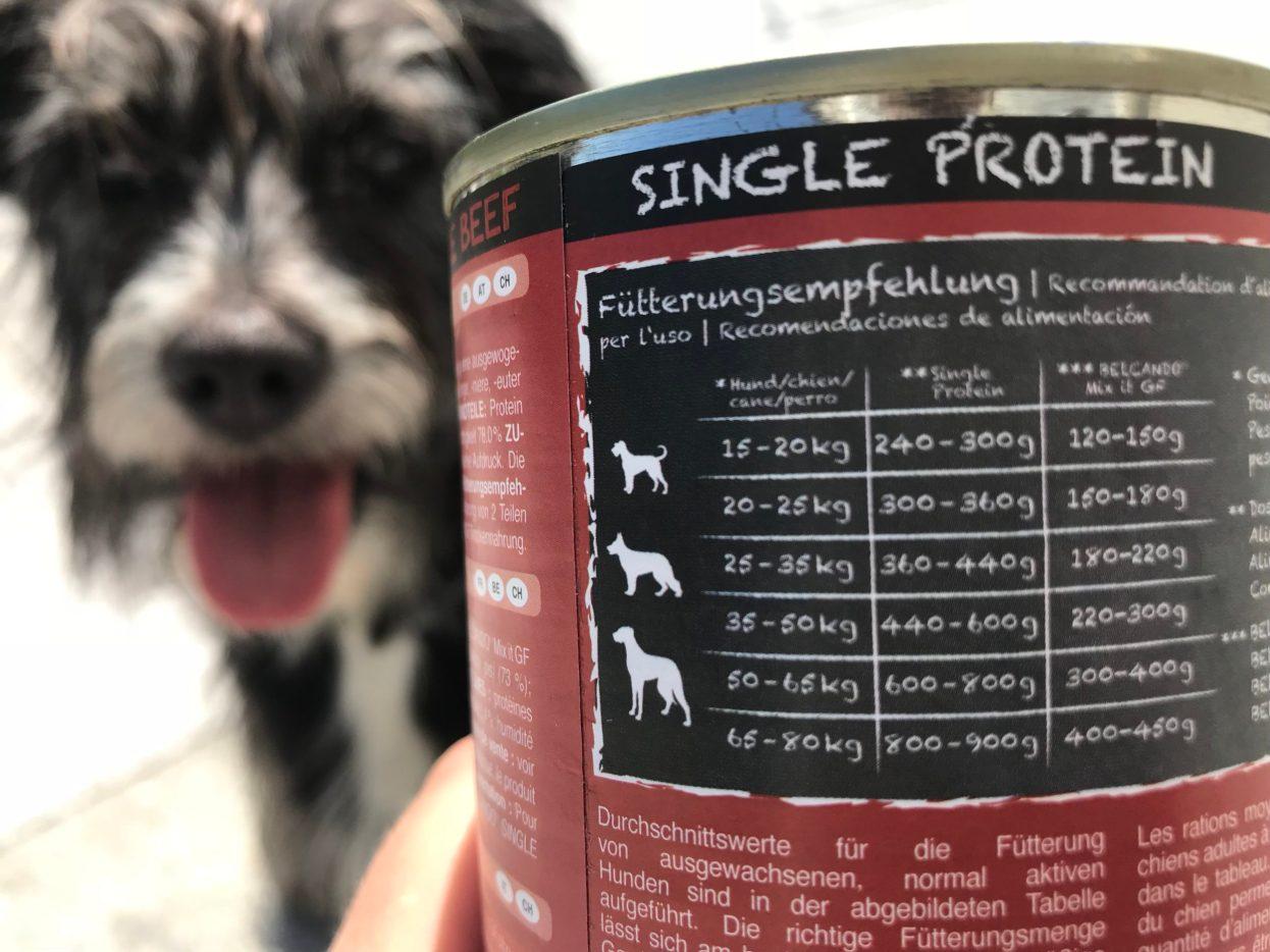 Z zaawansowanych obliczeń z jedną niewiadomą wyszło, że pies o wadze Bu i po dodaniu bonusu na nadpobudliwość ruchową powinien pochłaniać mniej niż pół puchy. Podoba mi się takie dawkowanie , szczególnie po sprawdzeniu mokrej karmy w saszetkach, której powinna pochłaniać niebotyczne ilości.