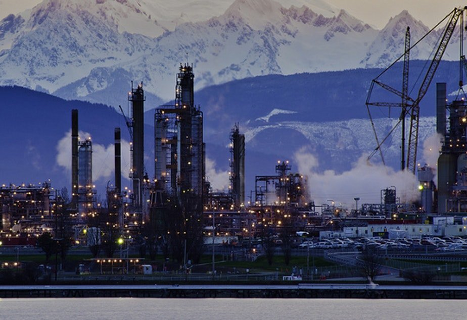 The Tesoro refinery in Anacortes, one of Washington's top 10 sources of greenhouse gases. Credit: Flickr Photo:ScottButner (CCbyNCND2.0) https://flic.kr/p/e4ej5b