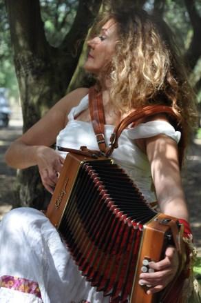 Harmonic Sounds of the Pizzica