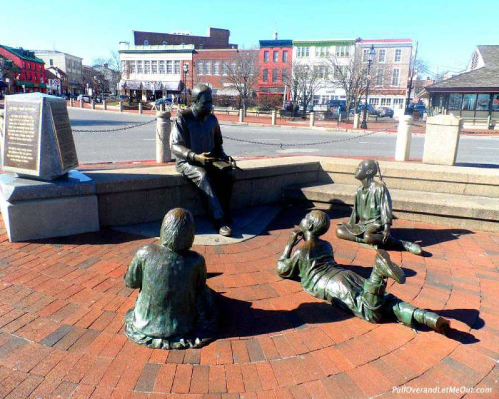 A tribute to Alex Haley - The Alex Haley Memorial.