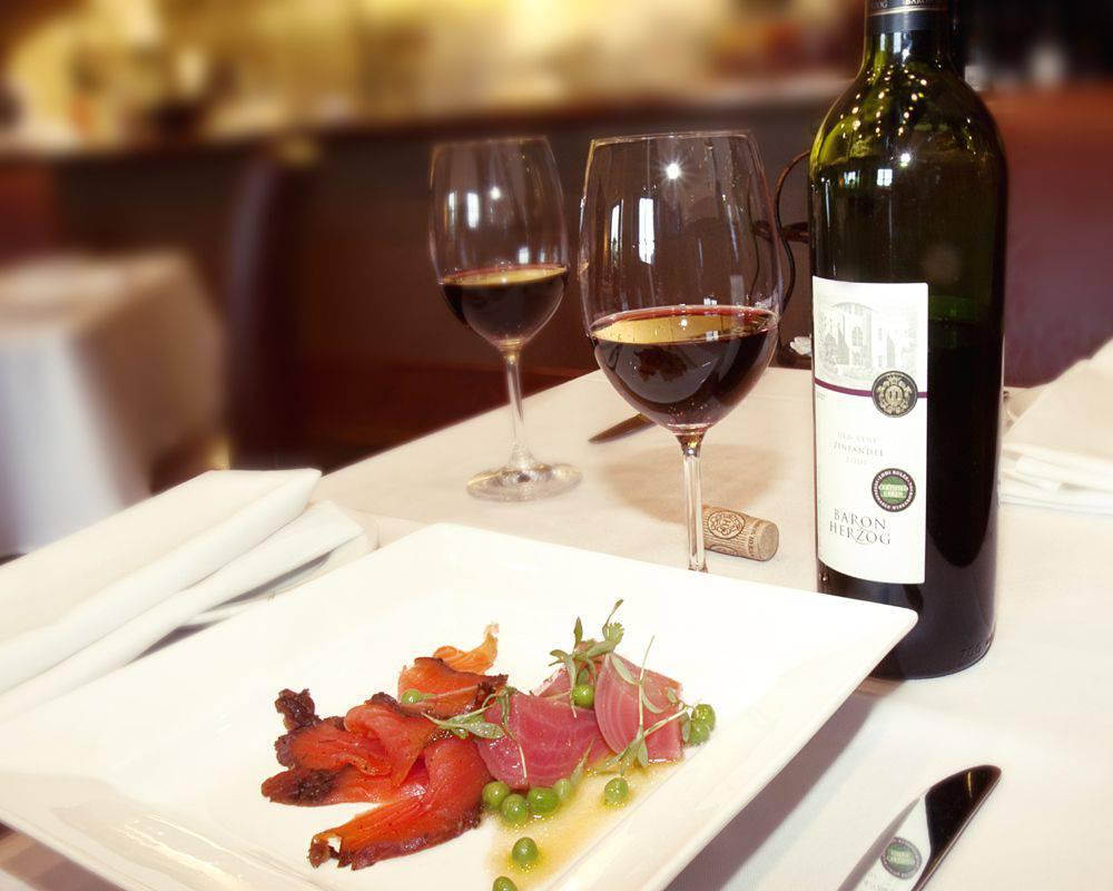 Tierra-Sur-wine-plate_credi