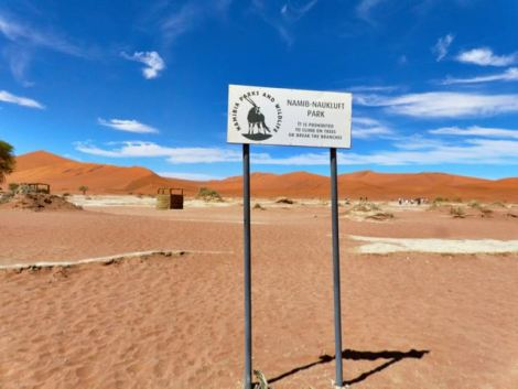 Beginning the walk to Deadvlei