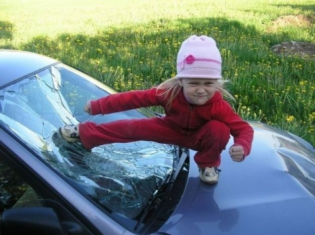 This parent who turned a broken windshield into an awesome photo op: