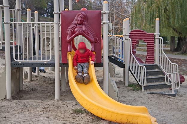 19 Disturbing Playground Photos That Will Forever Haunt