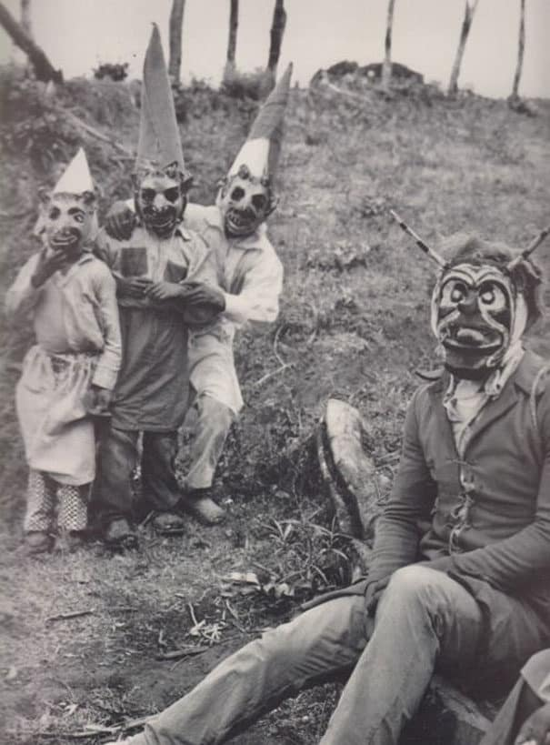 41 old fashioned halloween costumes that are genuinely terrifying - Old Fashion Halloween