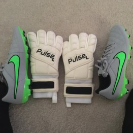 @cammy715: Start of preseason tonight sooooo hot!!! Try out these new gloves @Pulsegk