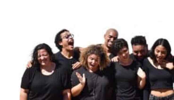 Estudiantes puertorriqueños presentan una pieza de teatro callejero en el Circo Fest 2018