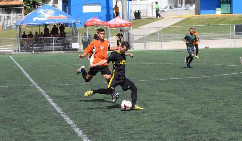 Tarzanes enfrentan Lobos en final de fútbol masculino