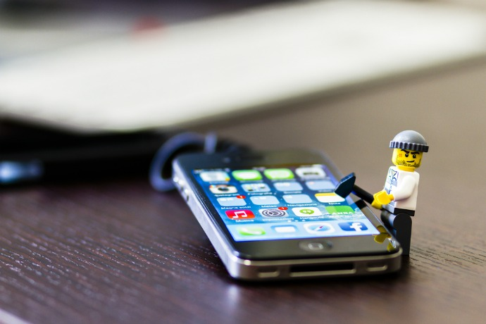 iphone-lego-man