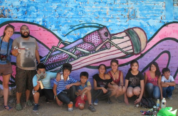 Kids-and-mural-e1431369973811