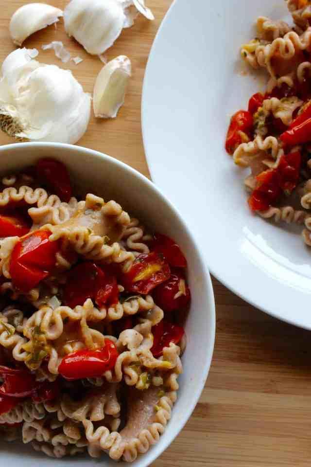 15 Minute Burst Tomato Pasta // pumpkin & peanut butter