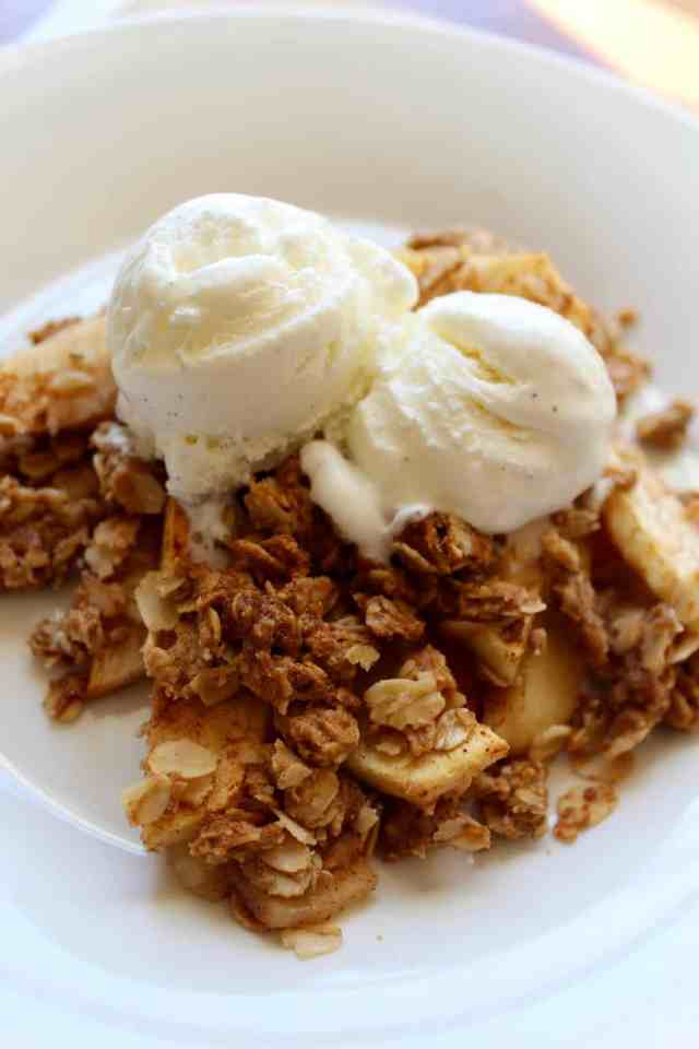 Vegan Peanut Butter Apple Crisp // pumpkin & peanut butter