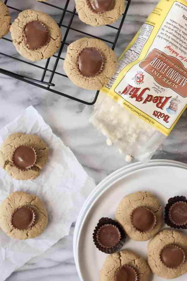 Gluten Free Peanut Butter Blossoms {vegan, gluten free} // pumpkinandpeanutbutter.com