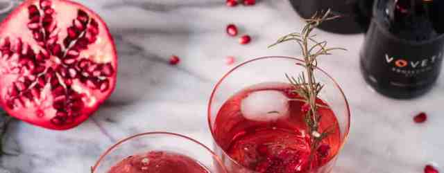 Rosemary Pomegranate Prosecco Spritzers #ad #VOVETI #CLEVER