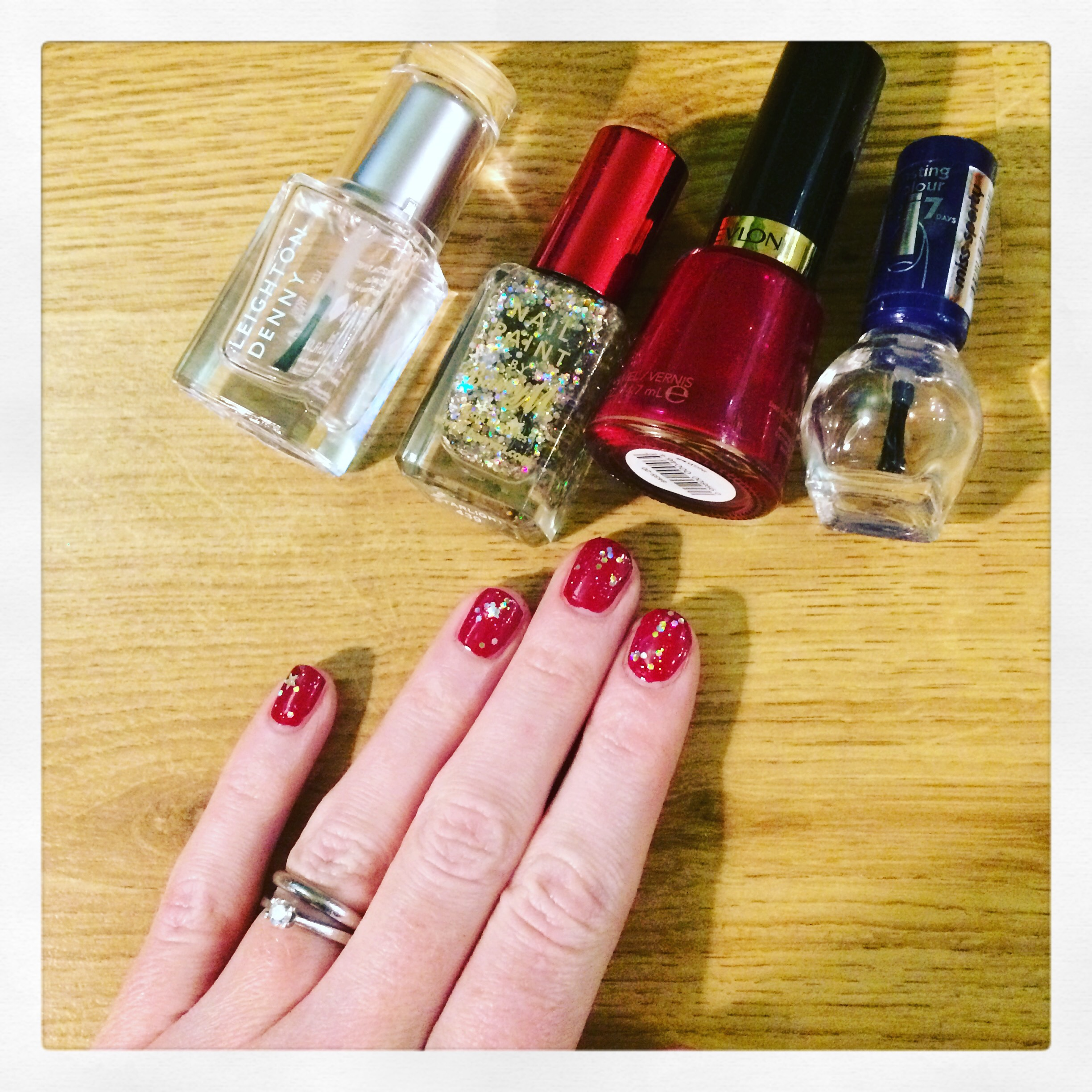 Blogmas 18th December Christmas Gliter Nails