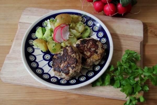 Mama's Frikadellen mit Kartoffelsala