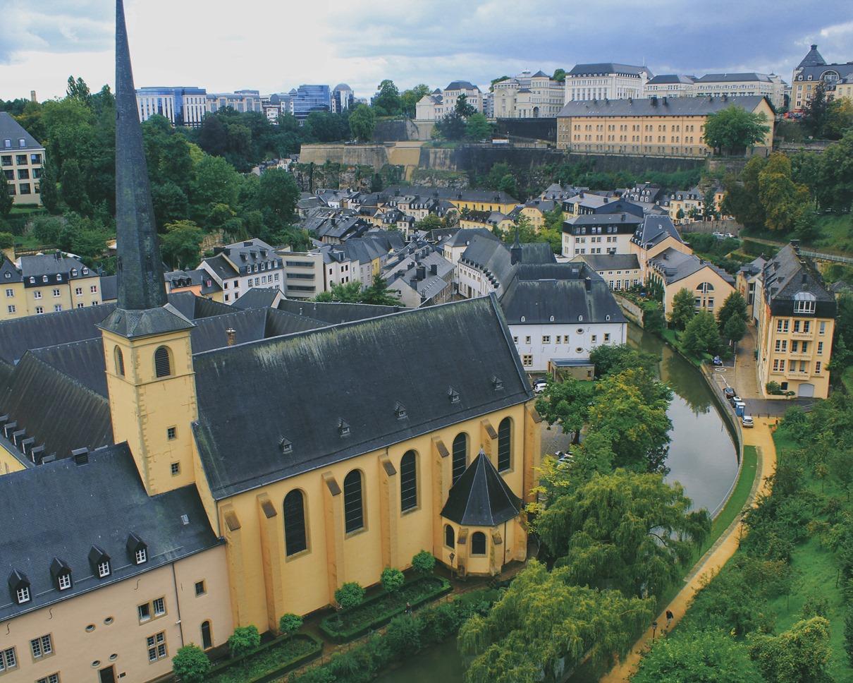 Государство маленькое но важное  Люксембург к вашим услугам