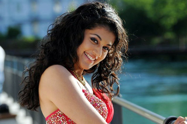 Taapsee Pannu age height