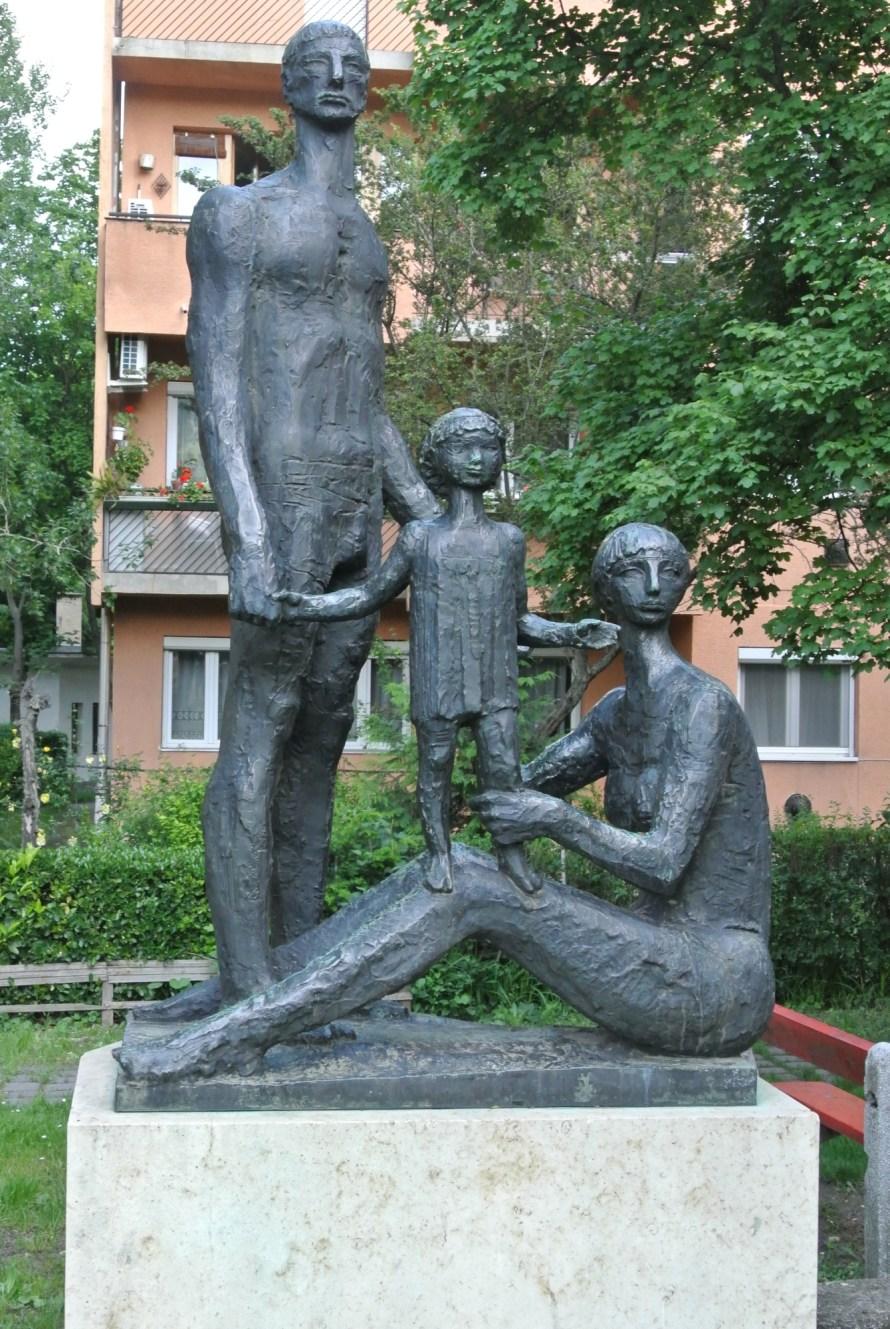 József Somogyi: Family, 1964. Experimental panel district, Óbuda. Photo: Ágnes Eperjesi.