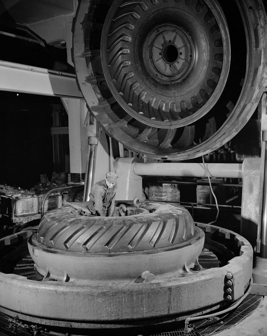 André Kertész: Firestone Factory, Akron, Ohio, 1944 © Donation André Kertész, Ministère de la Culture (France), Médiathèque de l'architecture et du patrimoine, diffusion RMN-GP