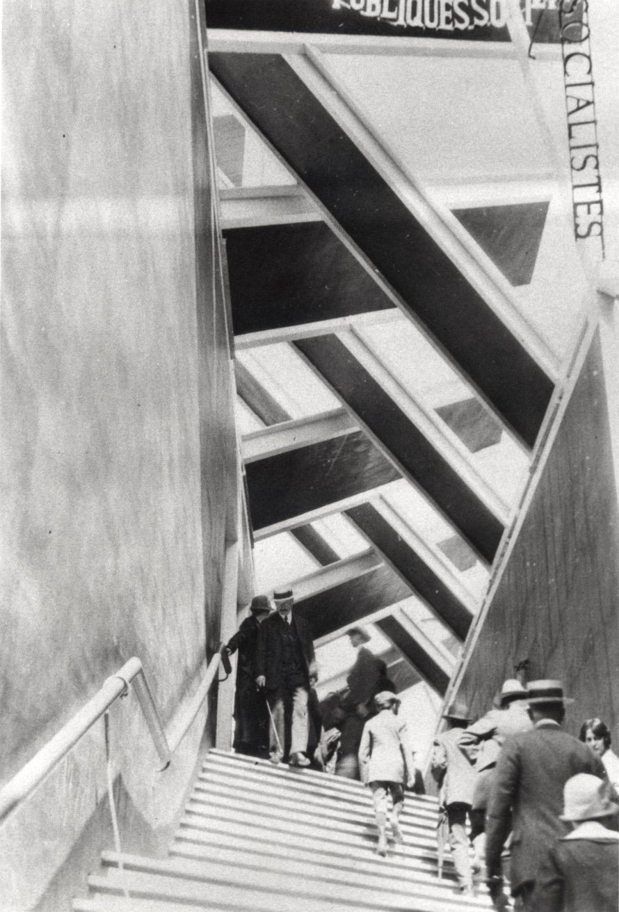 László Moholy-Nagy: Entrance to the Russian pavilion of the Art Deco exhibition, Paris, 1925/1995, gelatin silver print