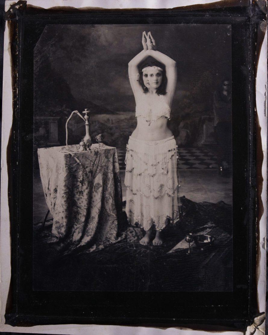 Zalka Imre: Hastáncos nő, Magyar Fotográfusok Háza, 2010, 18x24 cm, argentotípia