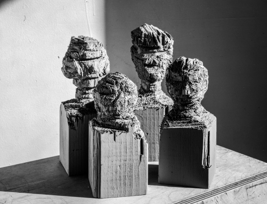 Puklus Péter: Family portrait (Four bedposts), 2016, New York, részlet a 'The Hero Mother - How to build a house' című sorozatból © Puklus Péter