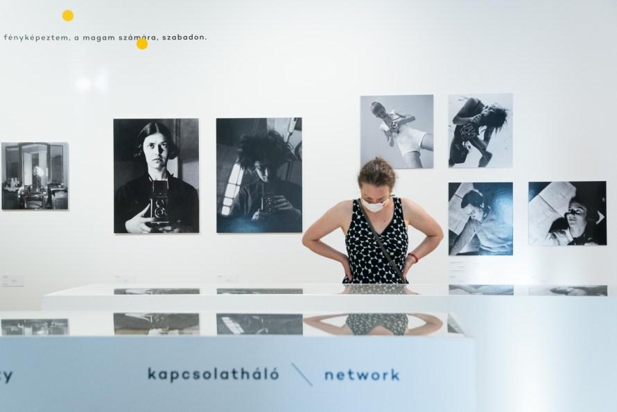 Enteriőrkép a kiállításról. Fotó: Bényi Andrea. A Kassák Múzeum jóvoltából.