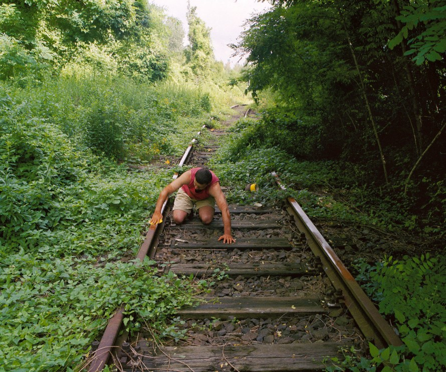 Fotó: Gyenis Tibor: Részletek a Tíz felesleges gesztusból I., Details from the Ten superfluous gestures I., 1999, Lambda print on wood 50×60 cm