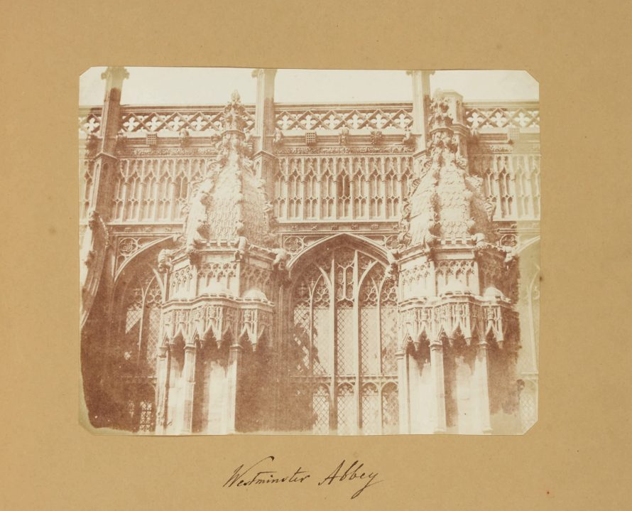 Fotó: <b>William Henry Fox Talbot</b>:<br> <i>Westminster Abbey (c. 1843)</i><br> William Henry Fox Talbot Archive<br> Courtesy of Sotheby's<br>