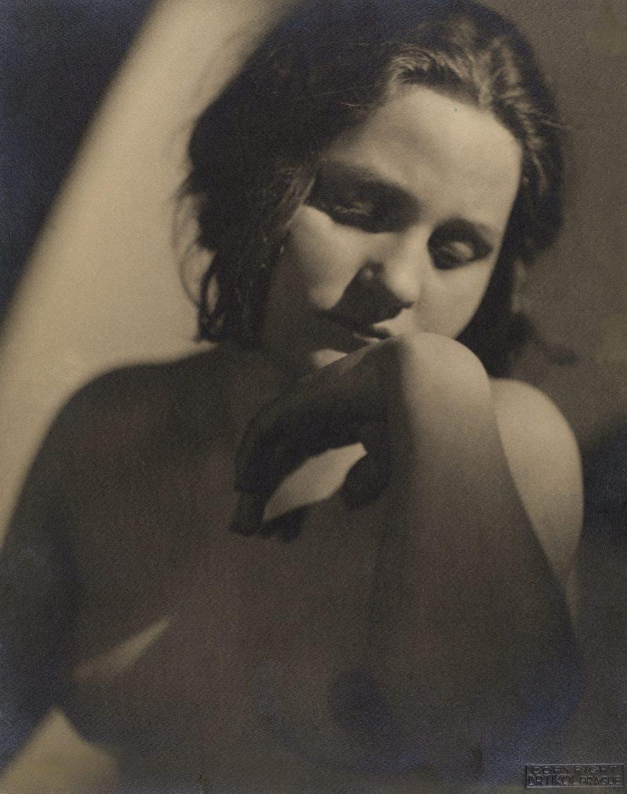 Fotó: <b>František Drtikol (1883–1961)</b>:<br> <i>Portrait, c. 1910–1914</i><br> © OstLicht Photo Auction