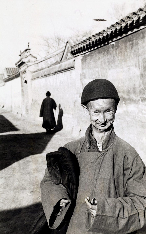 Fotó: <b>Henri Cartier-Bresson (1908–2004)</b>:<br> <i>»Eunuch of the Last Chinese Imperial Dynasty«, Beijing 1948</i><br> © OstLicht Photo Auction
