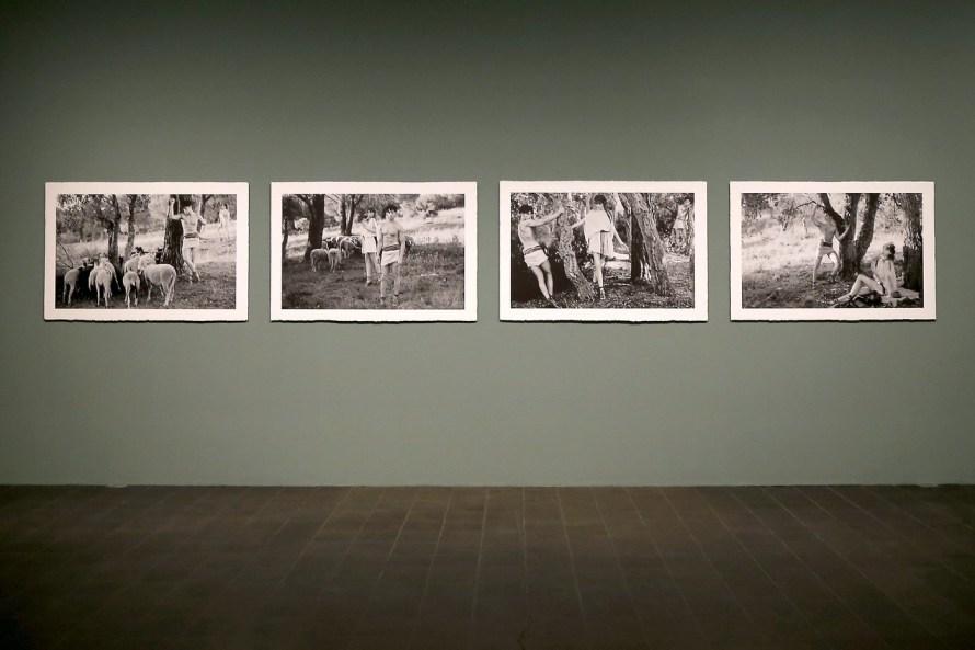 Enteriőrkép a <i>Feuerbach's Muses – Lagerfeld's Models</i> című kiállításból, Kunsthalle, Hamburg, 2014