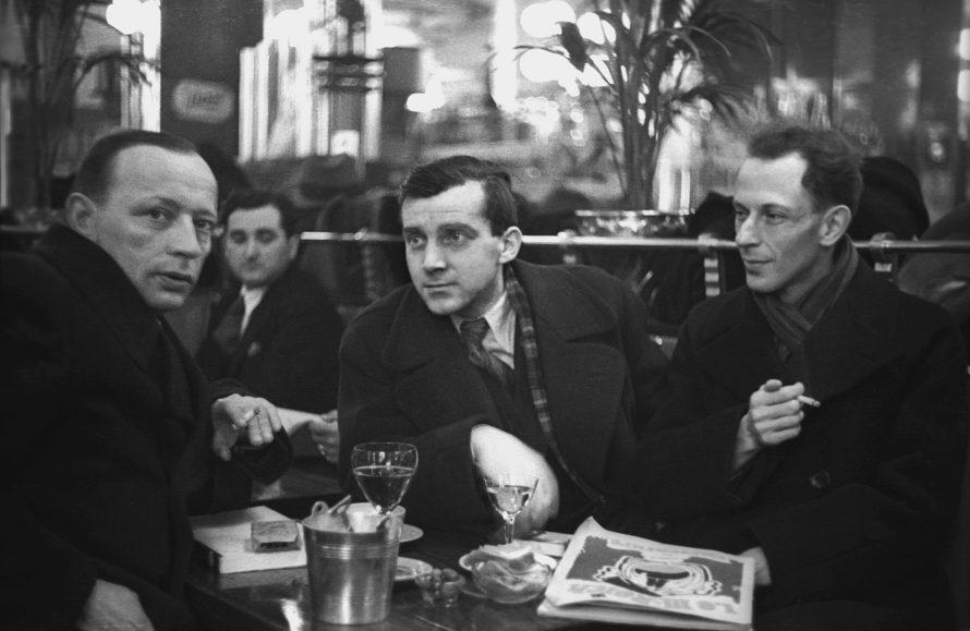 Fotó: <b>Fred Stein</b>: Ernst Johannsen, Bodo Uhse and Alfred Kantorowicz, Paris, 1935<br> © Stanfordville, NY, Fred Stein Archive