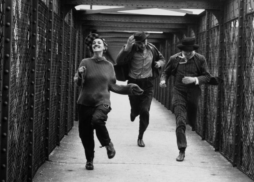 Fotó: <b>Raymond Cauchetier</b>: Jules et Jim, François Truffaut, 1961. Wednesday, April 26, 1961, 9 a.m., Passerelle de Valmy, Charenton-le-Pont
