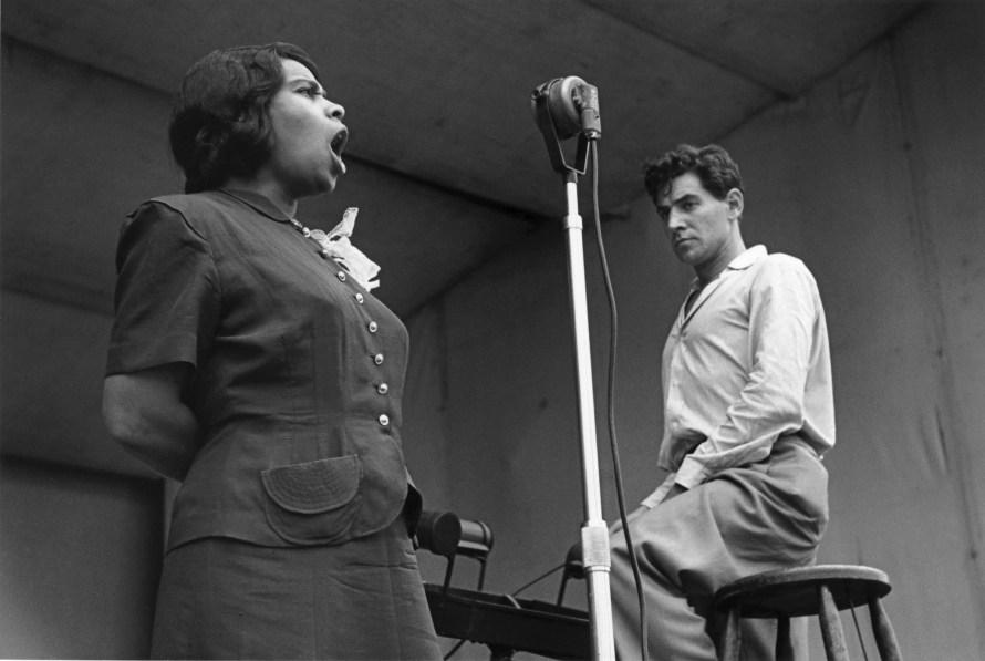 Fotó: Ruth Orkin: Marion Anderson and Leonard Bernstein at Lewisohn Stadium, New York City, 1947 © Orkin/Engel Film and Photo Archive; VG Bild-Kunst, Bonn 2021