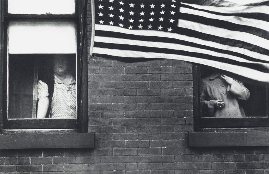 Fotó: Robert Frank: Parade, Hoboken, New Jersey, 1955