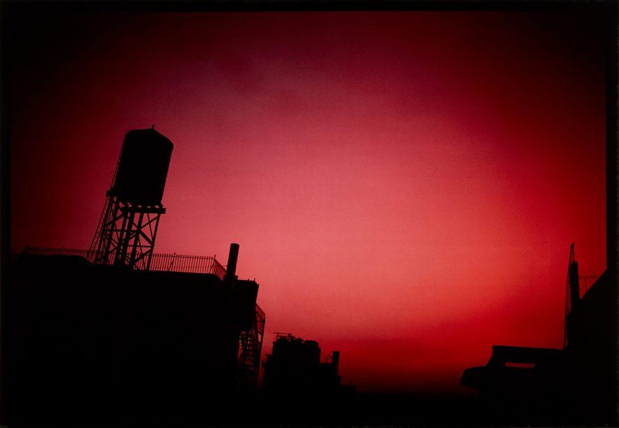 Fotó: Nan Goldin: Red sky from my window, NYC, 2000 © PHILLIPS<br>  Leütési ár: $15.120