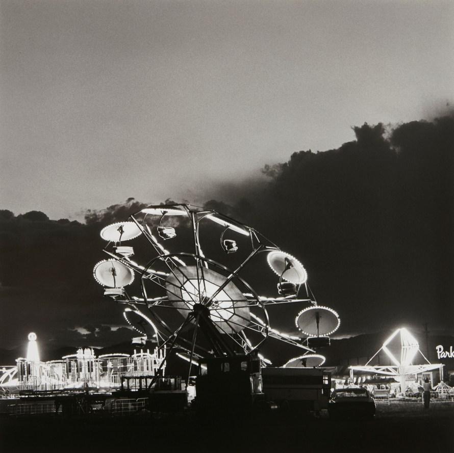 Fotó:  Robert Adams: Longmont, Colorado (Summer Nights), 1979 © PHILLIPS<br>  Leütési ár: $81.900