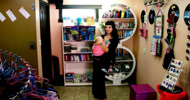 Hip Huggers Cloth Diapers is a mom run business that we are proud to feature on Punky Moms. This mompreneur rocks!