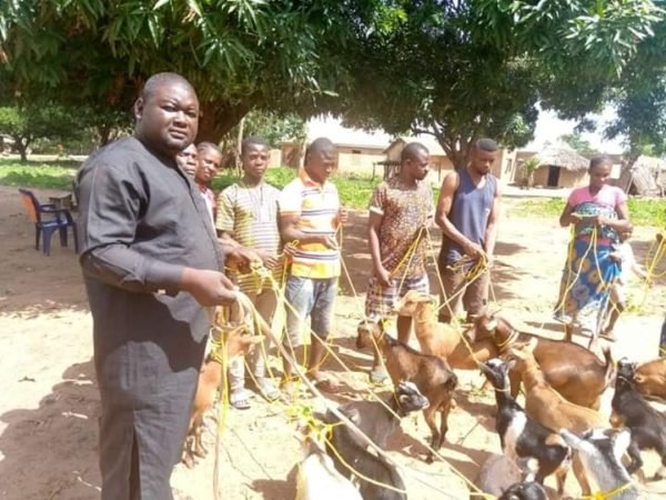 Benue politician donates ultramodern, state-of-the-art ropes to goat farmers