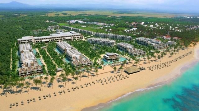 El nuevo resort cuenta con 492 habitaciones, 12 restaurantes y 15 bares. Se encuentra en primera línea de playa de Uvero Alto del destino Punta Cana