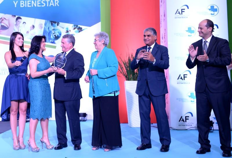 Dr. Jose Natalio Redondo reconocimiento 3er congreso de turismo de salud