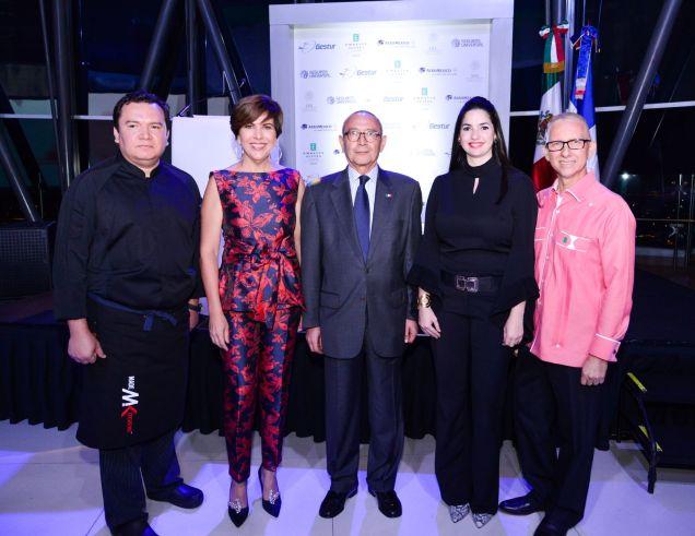 Chef Mexicano Victor Mosqueda-Teresa Sullivan -Embajador Mexicano Carlos Tirado- Virginia Gomez -Leonardo Ramirez Gerente General Embassy Suites