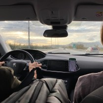 Hazlee ขับรถ และ Judith นั่งข้างๆคอยบอกทางใน GPS