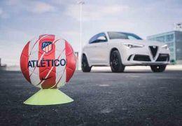 Los jugadores del Atlético de Madrid reciben sus Alfa Romeo en el Wanda
